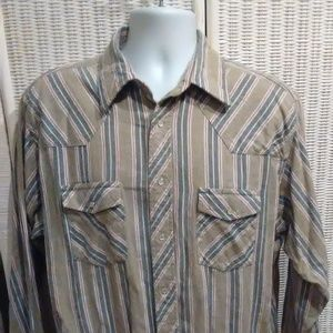 Wrangler Rugged Wear snap down long sleeve shirt